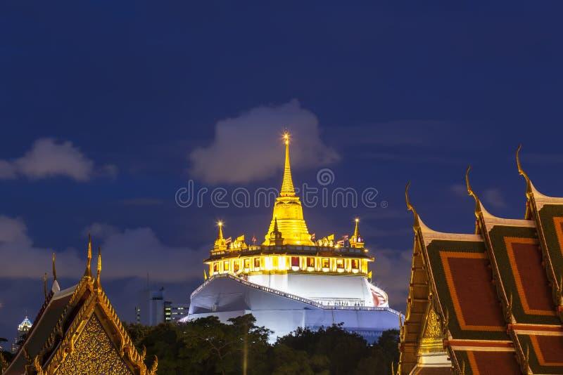 Gouden zet Tempel of Wat Sarket, Bangkok, Thailand op royalty-vrije stock foto's