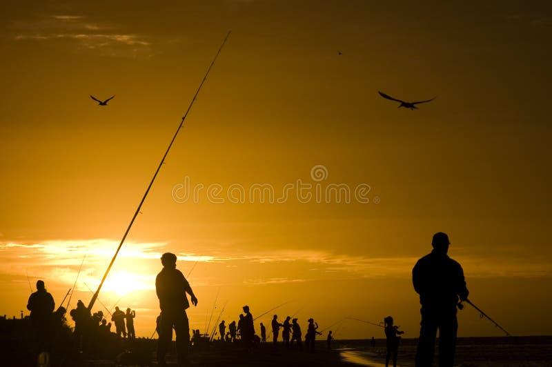 Gouden Zonsondergang Visserijsilhouet royalty-vrije stock fotografie