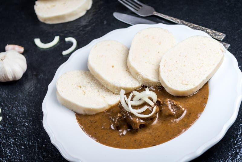 Goulash βόειου κρέατος με τις μπουλέττες στοκ εικόνα με δικαίωμα ελεύθερης χρήσης