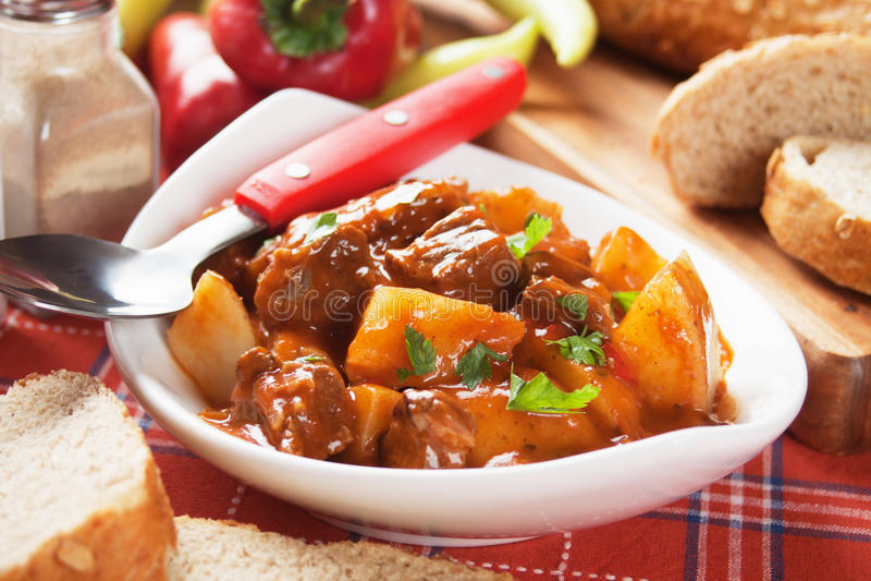 Goulash, ουγγρικό stew βόειου κρέατος στοκ φωτογραφία με δικαίωμα ελεύθερης χρήσης