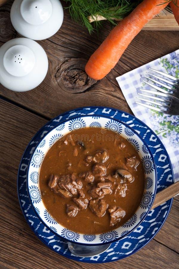 Goulash σούπα με το χοιρινό κρέας και τα μανιτάρια στοκ εικόνες