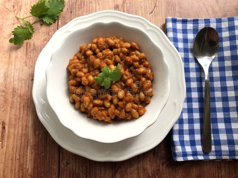 Goulash φασολιών Vegan με την πάπρικα και τη μαντζουράνα στοκ εικόνα