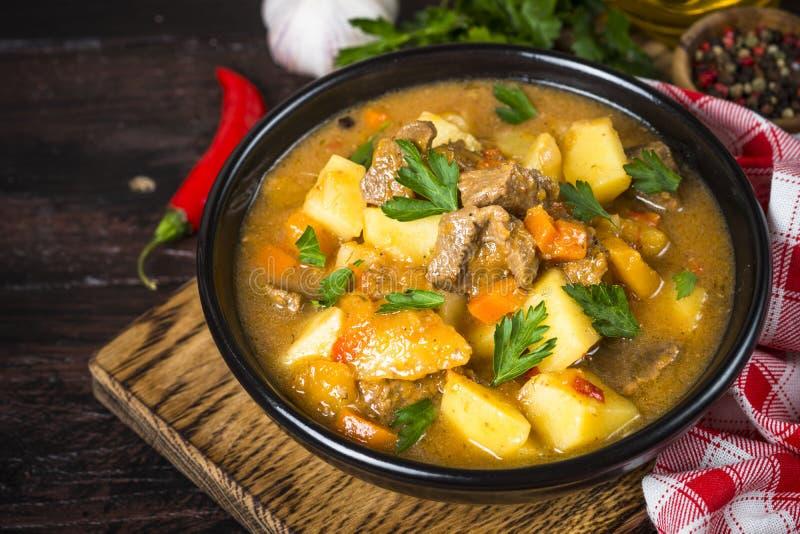 Goulash με το κρέας και τα λαχανικά Stew βόειου κρέατος στοκ εικόνες