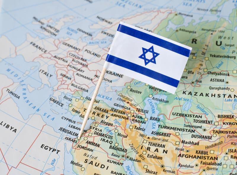 Goupille de drapeau de l'Israël sur la carte photographie stock libre de droits