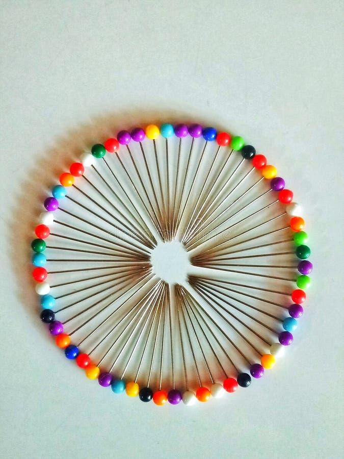 Goupilles colorées minuscules photographie stock libre de droits