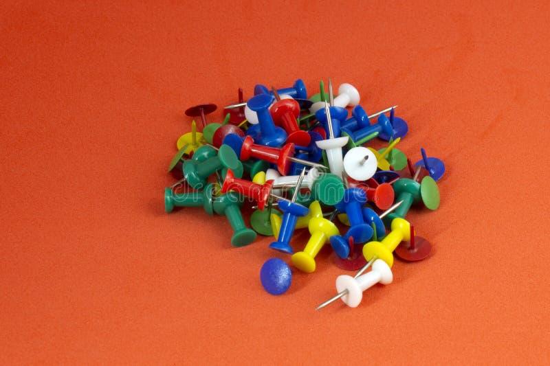 Goupilles de poussée de couleur photo stock