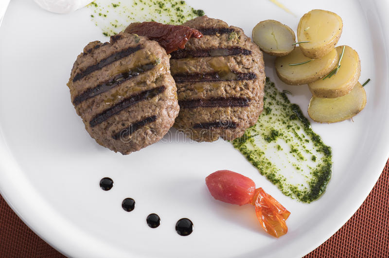 Gourmet Grilled beefburger with poached potatoes 10 stock photography