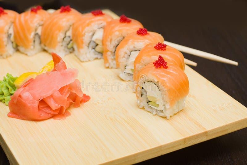 gourmet- japanska laxsushi för mat arkivfoto