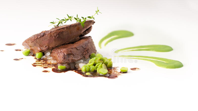 Gourmet- kolever med gröna ärtor royaltyfri fotografi