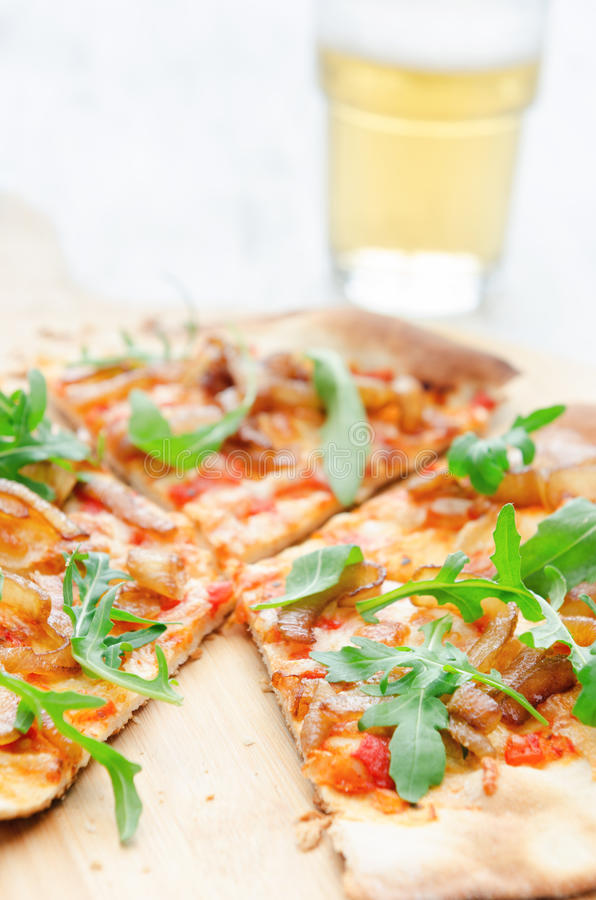 Free Gourmet Thin Crust Pizza With Fresh Rocket And Caramelised Onion Stock Photo - 58037070