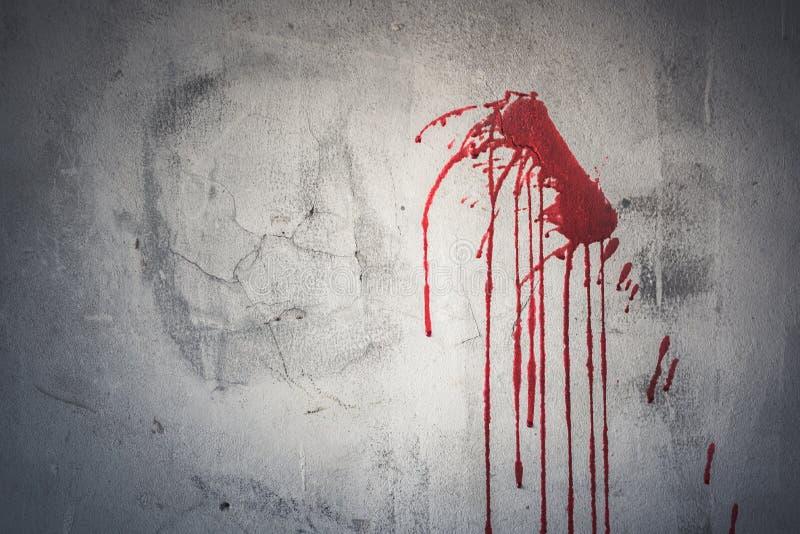 Goutte de sang rouge sur le mur dans la maison abandonnée Festival de Halloween photo stock