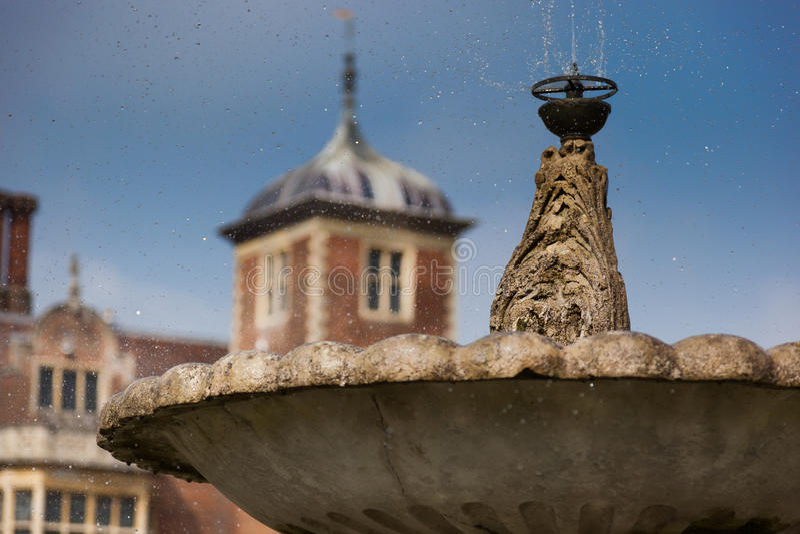 Gouttelettes de l'eau de la fontaine chez Blickling Hall, Norfolk, Angleterre photographie stock