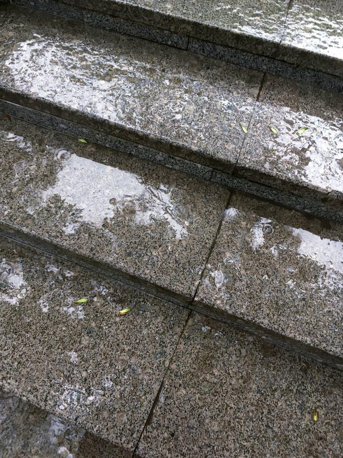 Gouttes De Pluie Sur Des étapes De Granit D\'escalier Extérieur ...