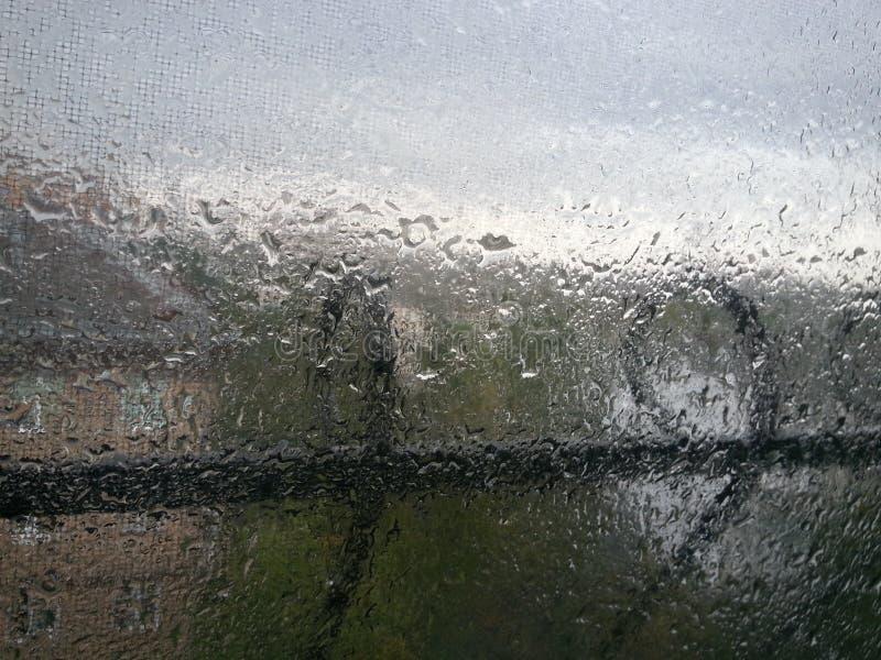 Gouttes de pluie sur l'hublot photo libre de droits