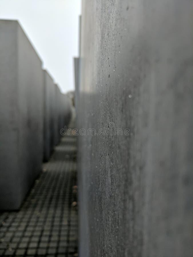 Gouttes de pluie sur le monument d'holocauste photo libre de droits