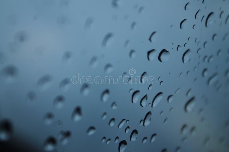 Gouttes de pluie tristes photos stock