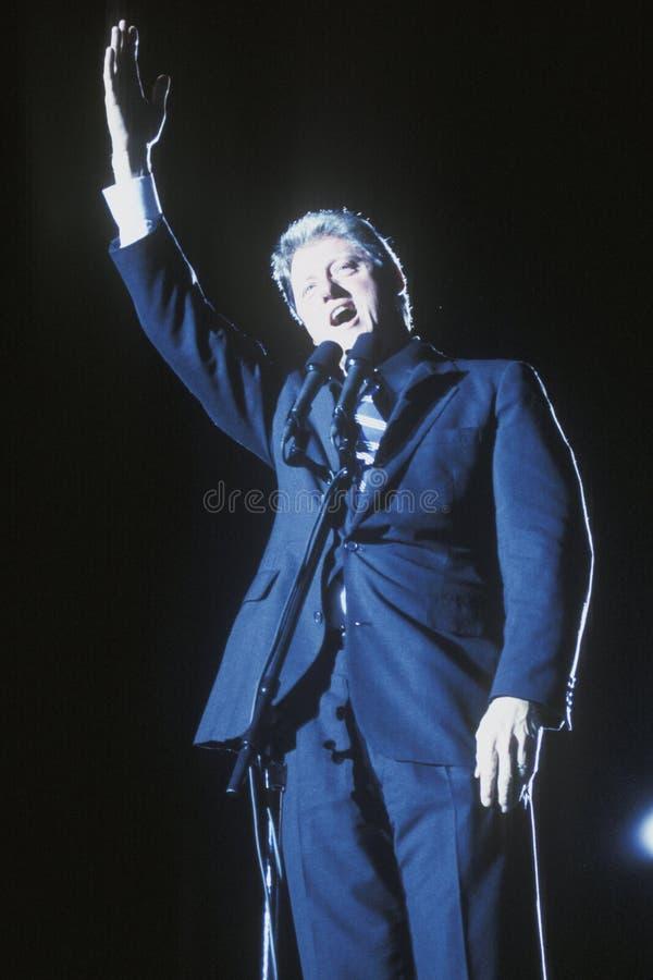 Gouverneur Bill Clinton spricht an einer Texas-Kampagnensammlung im Jahre 1992 an seinem letzten Tag von Werbetätigkeit in McAlle lizenzfreies stockfoto