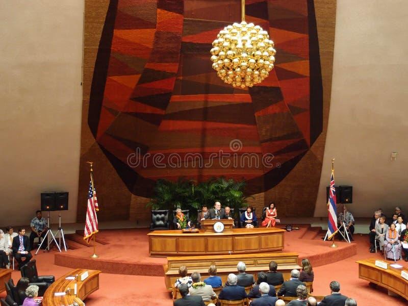 Gouverneur Neil Abercrombie spricht vom Podium lizenzfreie stockbilder
