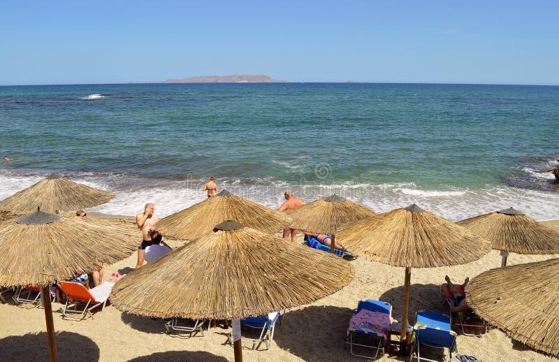 Gouvesstrand parasols in Kreta stock afbeeldingen