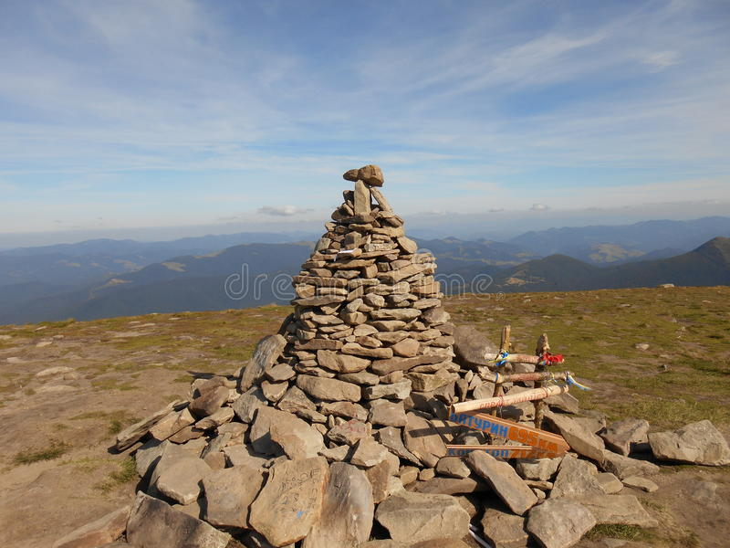 Goverla - la plus haute montagne et le sommet le plus élevé au territoire de l'Ukraine photos libres de droits