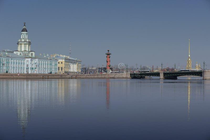 Governo del museo del fiume Neva Russia St Petersburg di curiosità fotografia stock libera da diritti