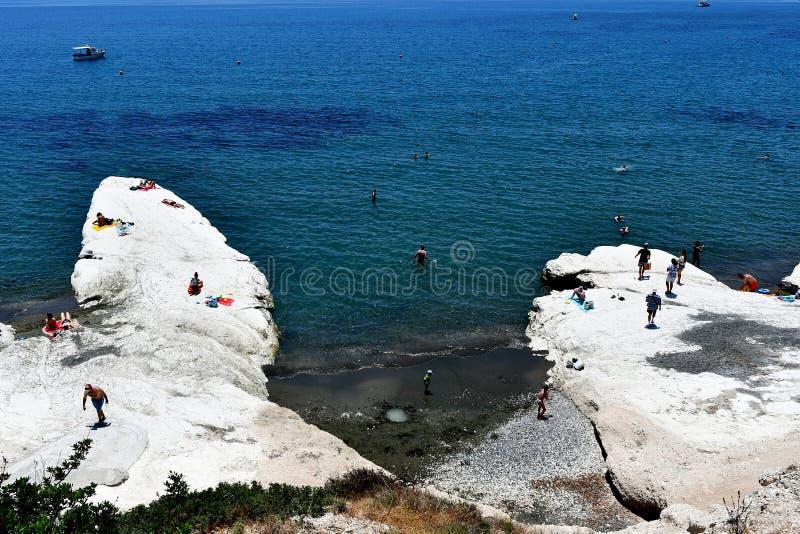 Governos strand i sommartid med folkenjoyng havet royaltyfri fotografi