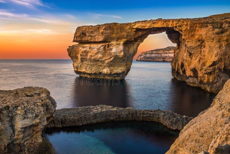 Gozo, Μάλτα - το όμορφο κυανό παράθυρο, μια φυσική αψίδα στοκ εικόνες