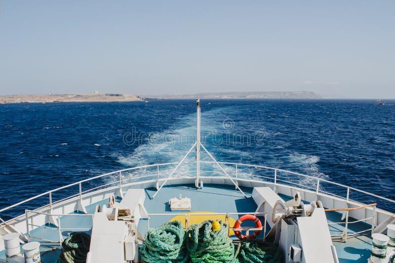 Gozo von der Fähre, Malta lizenzfreies stockbild