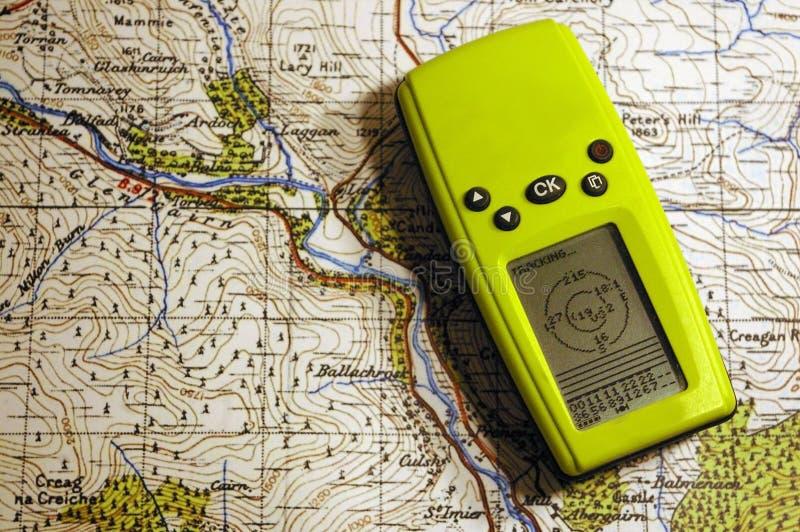 GPS auf alter Karte lizenzfreie stockfotos
