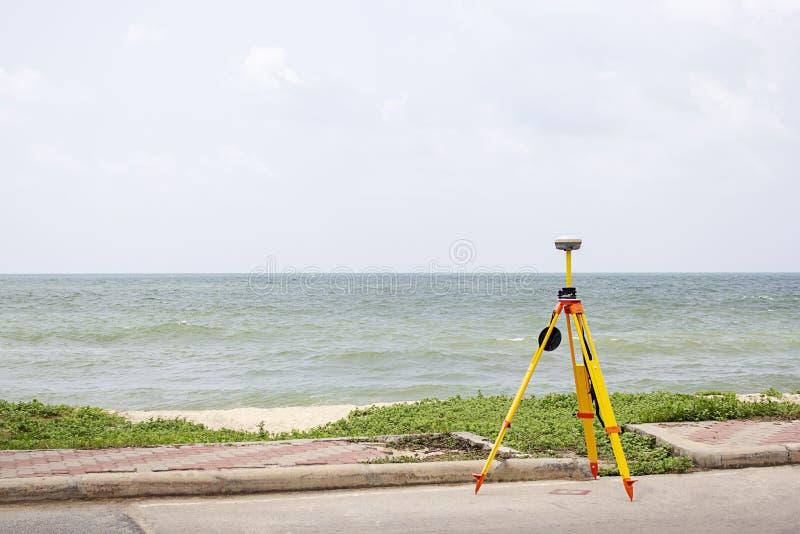 GPS-het onderzoeken op gebieds overzeese achtergrond, Global Positioning System stock foto's