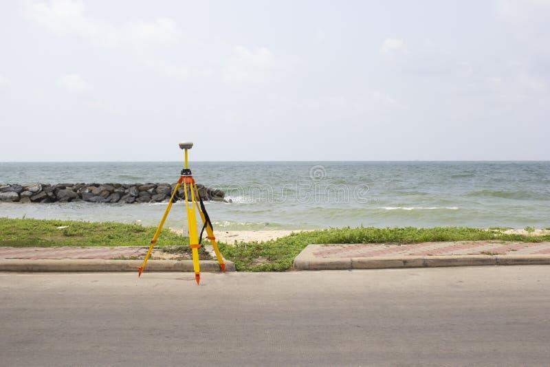GPS-het onderzoeken op gebieds overzeese achtergrond, Global Positioning System stock afbeelding