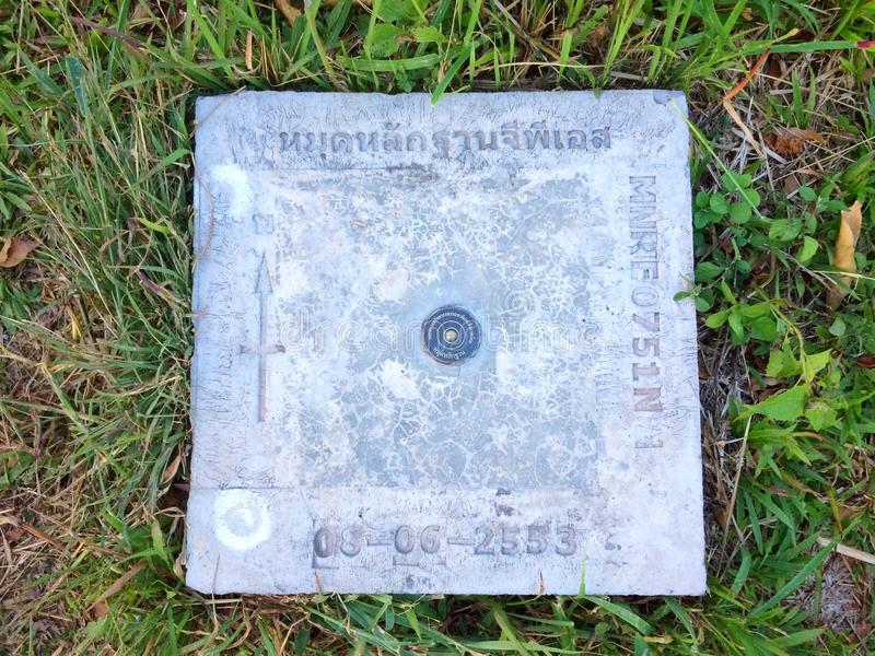 GPS-Plaatsindicator bij de berg royalty-vrije stock afbeelding