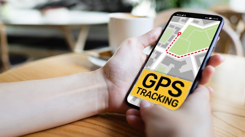 GPS que segue o mapa na tela do smartphone Sistema de navegação mundial, conceito da navegação imagem de stock