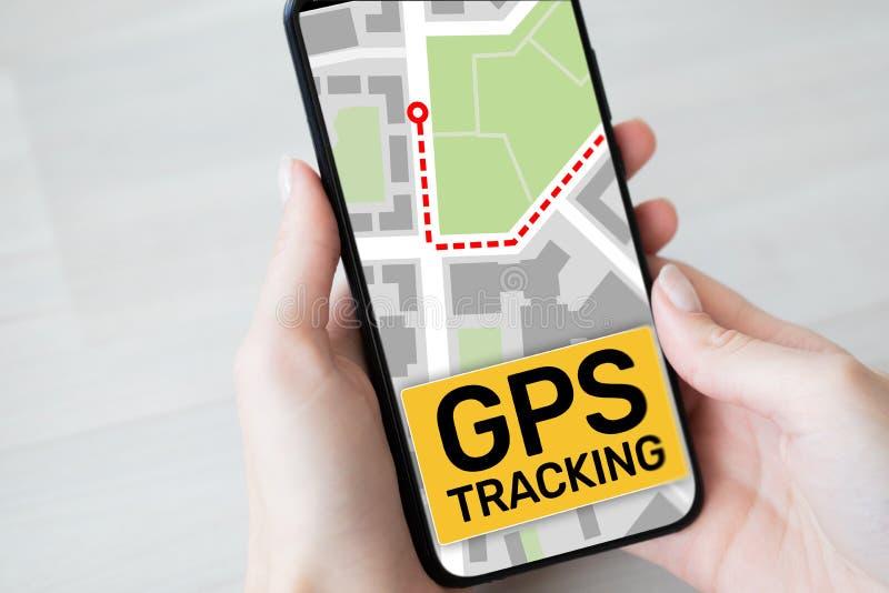 GPS que segue o mapa na tela do smartphone Sistema de navegação mundial, conceito da navegação fotografia de stock royalty free