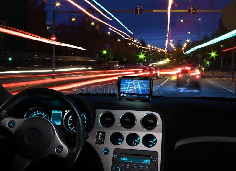 Gps-Satellitennautiker im Auto lizenzfreies stockfoto