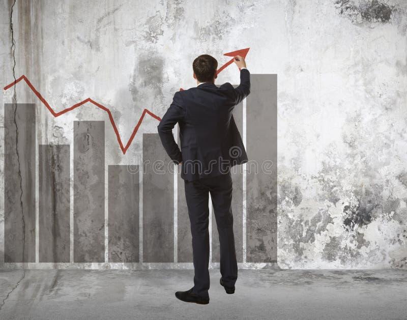 Gráfico crescente do desenho do homem de negócios imagens de stock royalty free