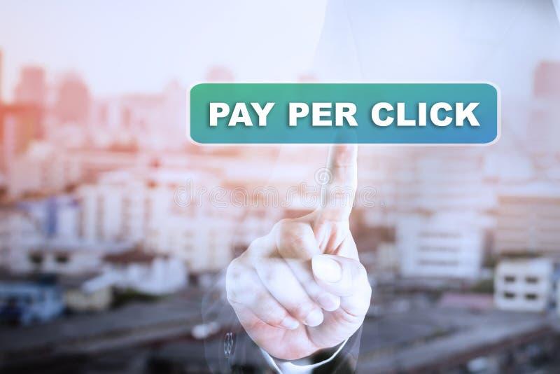 Gráfico de la pantalla táctil de la mano del hombre de negocios en PAGA POR TECLEO fotografía de archivo libre de regalías