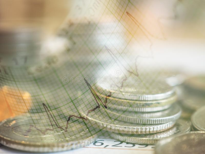 Gráfico e fileiras das moedas fotos de stock royalty free