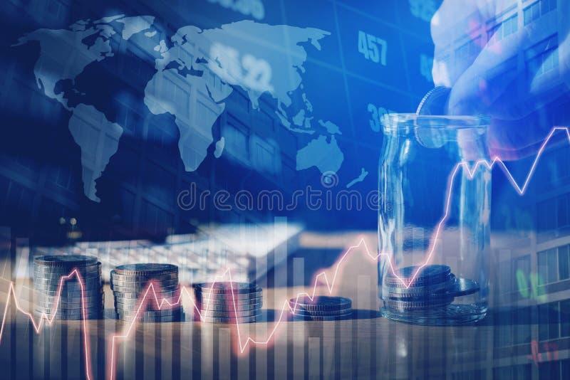 Gráfico em fileiras das moedas para a finança e dinheiro da economia em s digital foto de stock