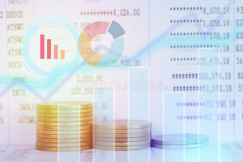 Gráfico em fileiras das moedas para a finança e a operação bancária fotografia de stock