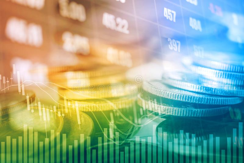 Gráfico em fileiras das moedas para a finança e operação bancária no estoque digital foto de stock royalty free