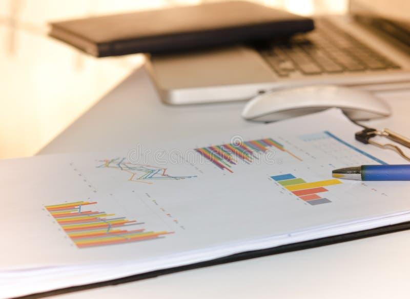 Download Gráfico Financiero Del Negocio Imagen de archivo - Imagen de financiero, datos: 64207431