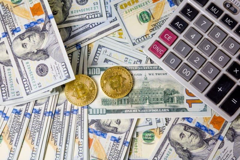 Gráficos de negocio en moneda e informes financieros y Calcula del dólar imágenes de archivo libres de regalías