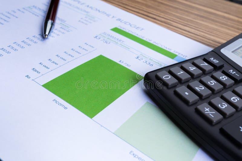 Gráficos y calculadora imagen de archivo