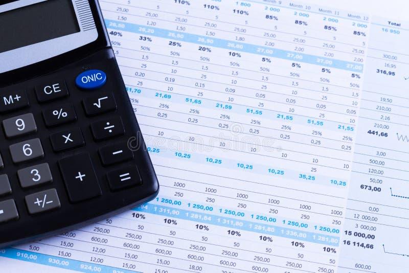 Gráficos y calculadora fotografía de archivo libre de regalías