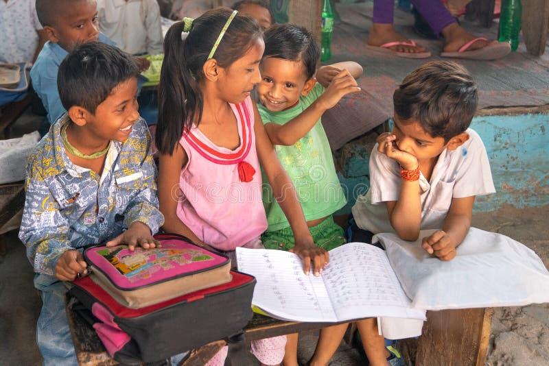 Âgrâ/india-15 04 2019 : L'étudiant dans l'école indienne photo libre de droits