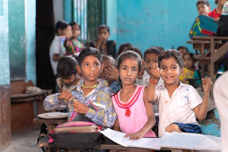 Âgrâ/india-15 04 2019 : L'étudiant dans l'école indienne photographie stock libre de droits