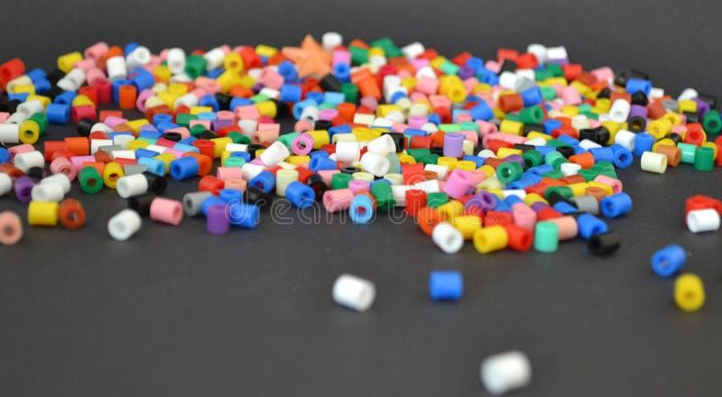 Grânulos coloridos abstratos imagens de stock