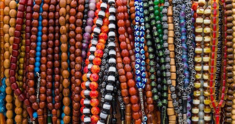 Grânulos de oração muçulmanos de madeira coloridos imagens de stock royalty free