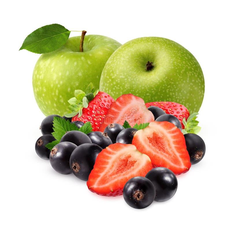 Grüne Äpfel, Schwarze Johannisbeeren und Erdbeeren, lokalisiert auf Weiß stockbilder